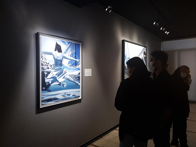 نمایشگاه تعلیق